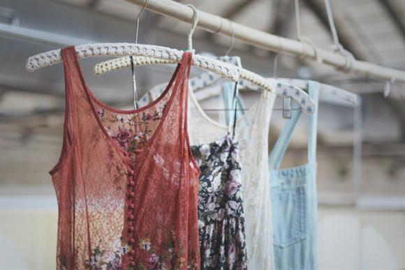 Drabužiai internetu pigiau – galimybė pigiai nusipirkti drabužių