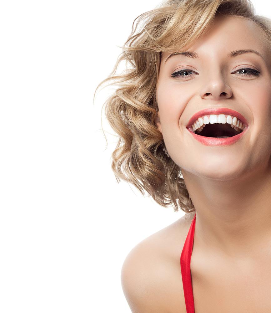 Dantų laminatės – kiekvienos moters grožiui
