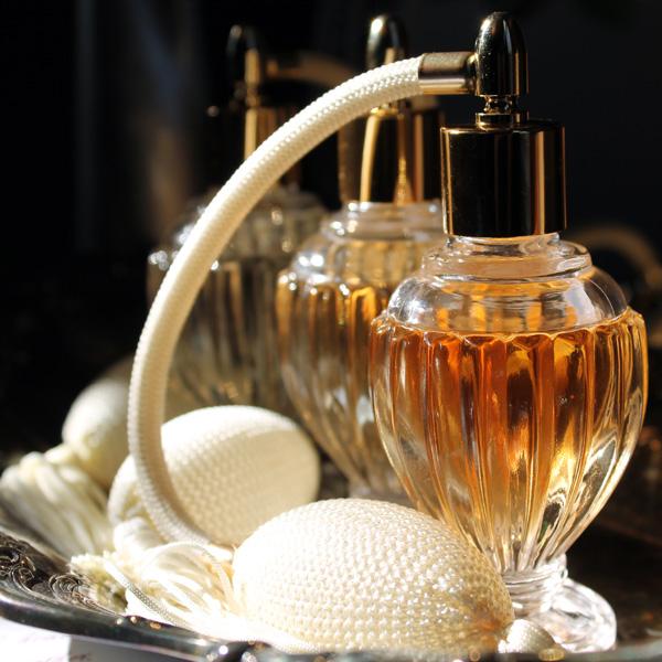 Kvepalai internetu: papildomos gudrybės, kurios padės išsirinkti tobulą aromatą