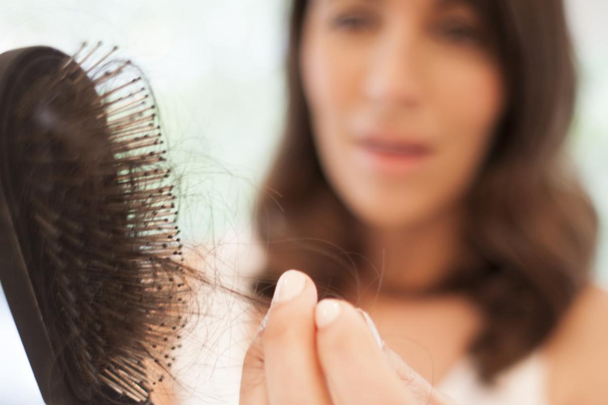 Plaukų slinkimas – ženklas, kad reiktų pasitikrinti sveikatą