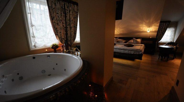 kambarys su jacuzzi